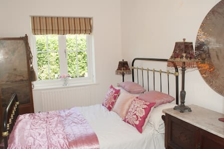 Small Double Nr Henley Private Est - Bed & Breakfast