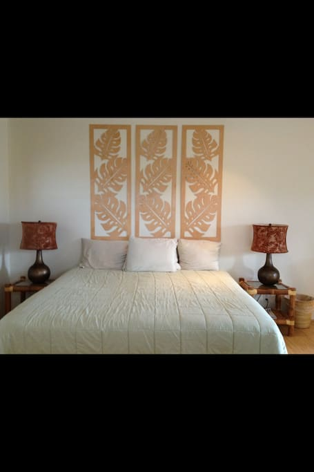 King bed w modern wood carving wall art