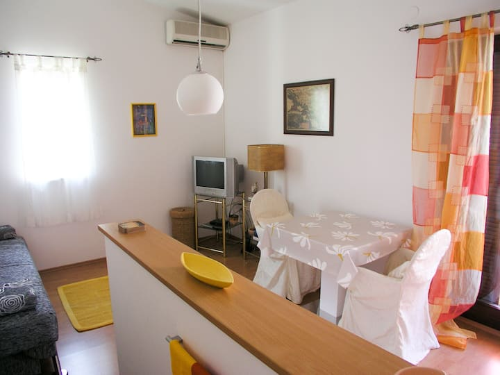 Apartment in Novalja center, 4 per.
