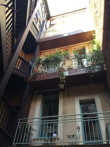 Cour intérieure, duplex au 2° et 3° étage