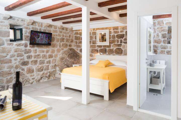 Dubrovnik old city studio apartment Dubravka