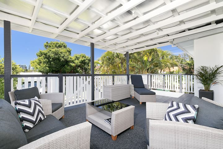 Redcliffe Retreat in great central location