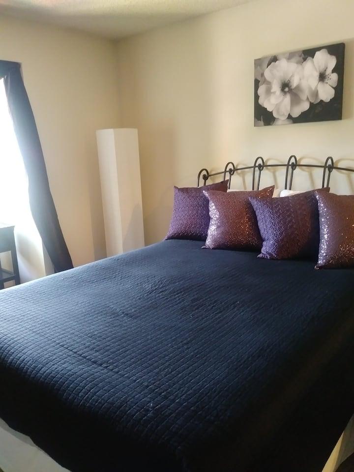 * Comfy, Quiet, Clean Room on North End *