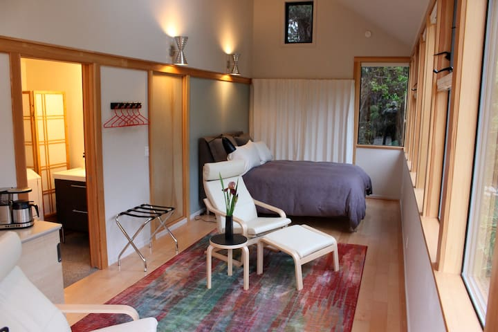 Contemporary Garden Suite - Mendocino - Bed & Breakfast