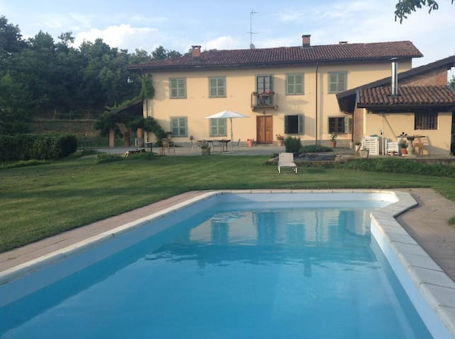 Double room in Agriturismo - Asti - Bed & Breakfast
