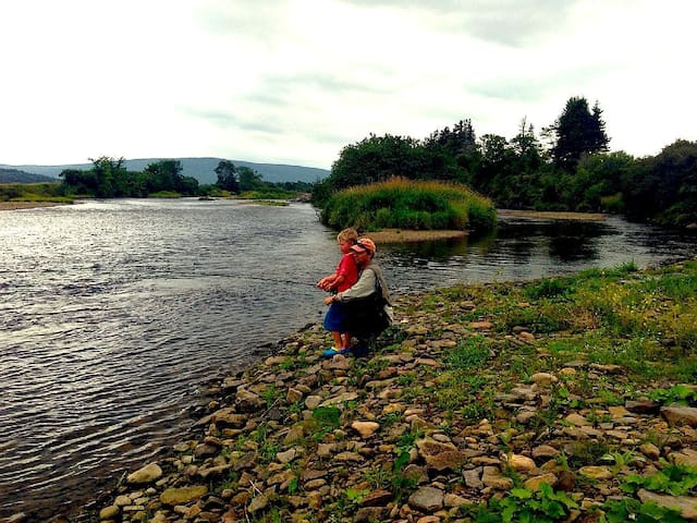 Guests having a Family Fish on the Margaree!