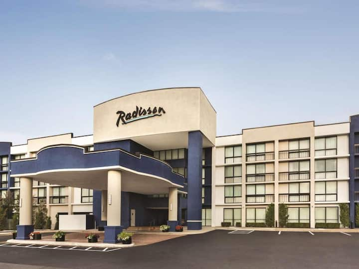 Enjoy a stylish retreat at our hotel in Lenexa, KS