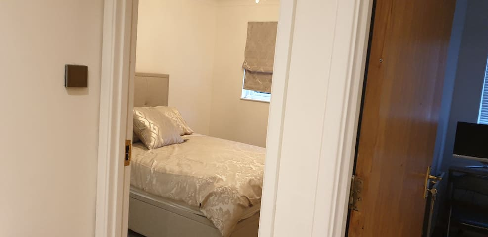 Luxury double bedroom with ensuite. Very private.