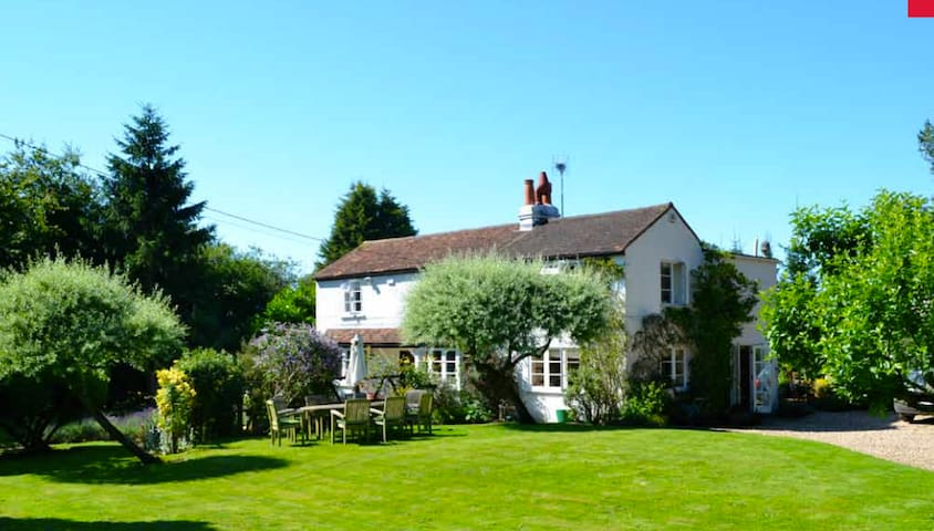 Cozy Chilterns cottage near Henley - Northend - House