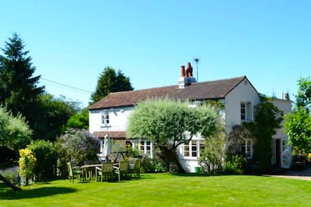Cozy Chilterns cottage near Henley - Northend