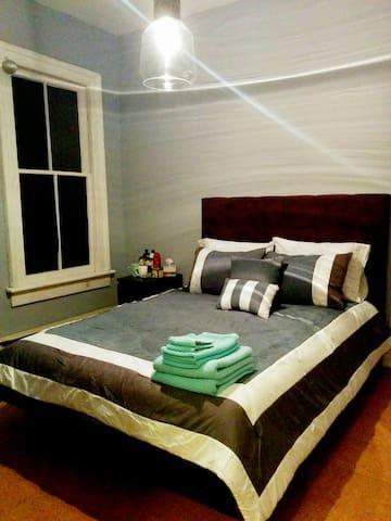 Room For Rent Dundas West