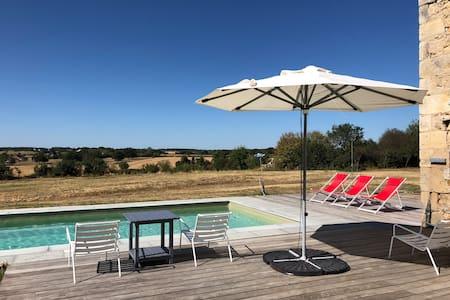 Gîte de charme avec piscine, magnifique vue