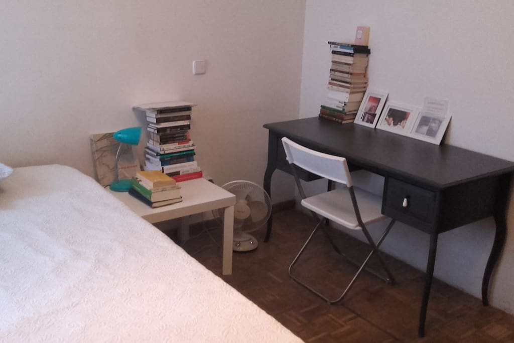 El dormitorio / bedroom