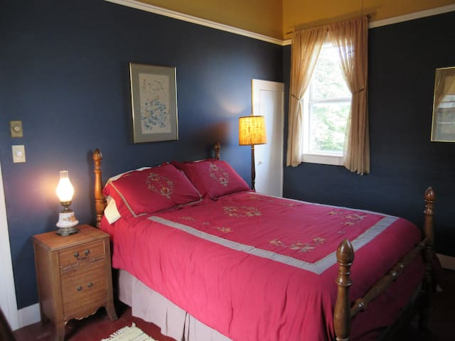 "Private ""Emerson"" room in downtown Vergennes - Vergennes - บ้าน"