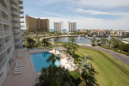 Beautiful 3BR/3BA Condo- Pelican Resort, Destin