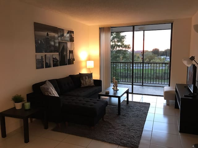 Beautiful Master Room Near Airport & Shopping Mall - Miami - Apartament
