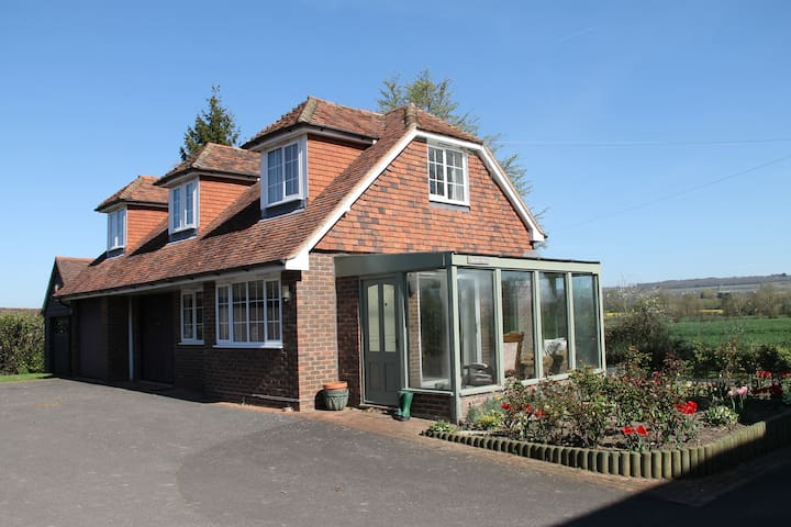 Detached 2 bedroomed house - Marden - House