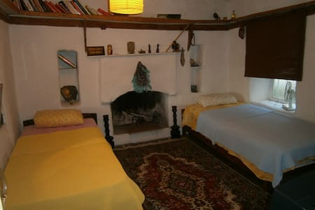 Yellow room. Cozy greek house. Central + sea view. - Kaş - Haus