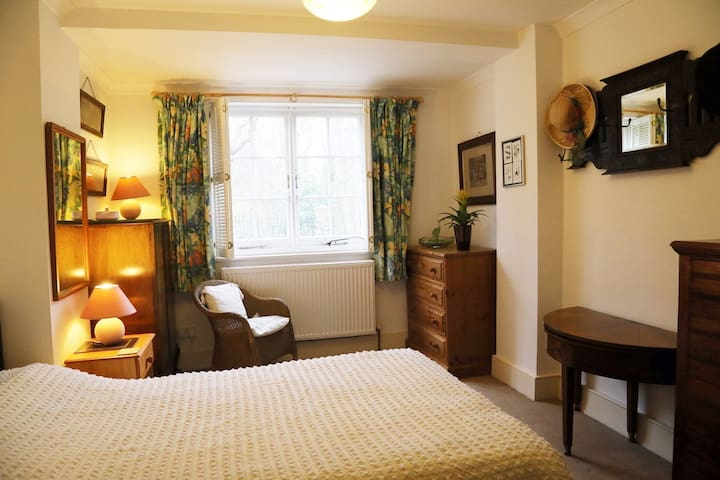 Single or double rooms x 2, Highgate, N6 (Y)
