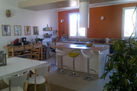 Maison d'artistes au cœur de la Provence verte - Méounes-lès-Montrieux - Casa