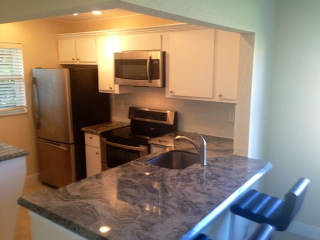 2 bedroom Delray Beach condo for short term rental