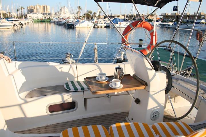 Barco velero 3 camarotes La Manga