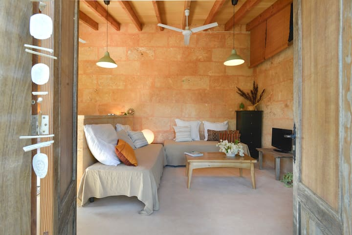 CA NA MARTINA. COUNTRYSIDE HOUSE IN LLOMBARDS, WIFI FREE