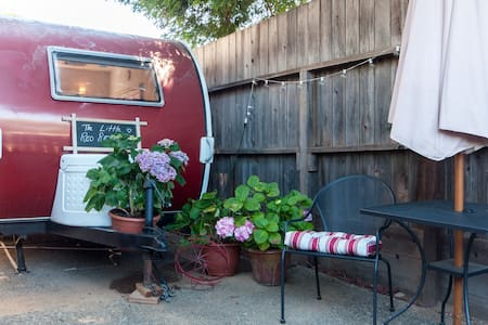 The Little Red Retreat - Novato - Camper/RV