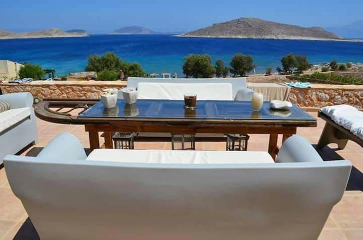 Villa Blu amazing beach front - Chalki - Hus