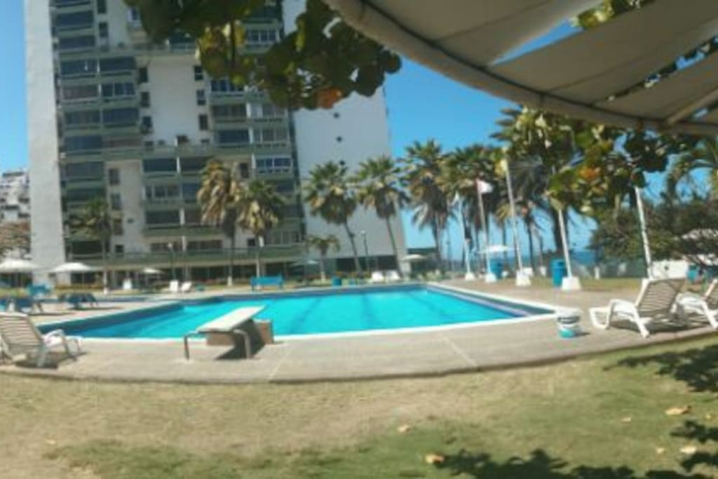 Bello paisaje, c}omodo acceso a la piscina y al mar