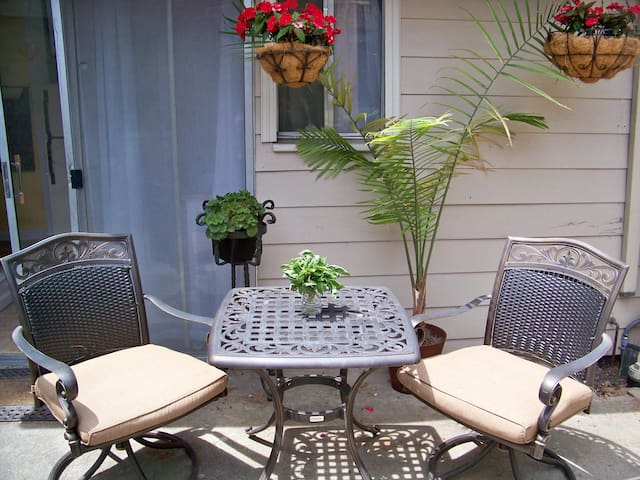 Charming cottage, walk to Caltrain - Redwood City - House