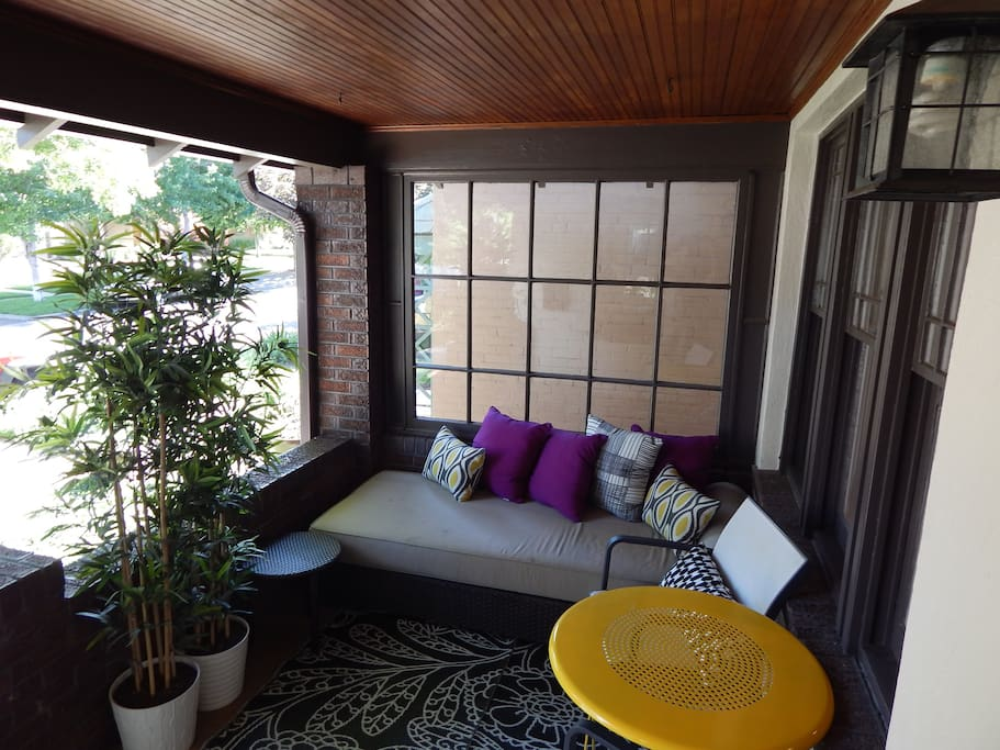 Front porch lounge, perfect for a glass of red wine and cheese.