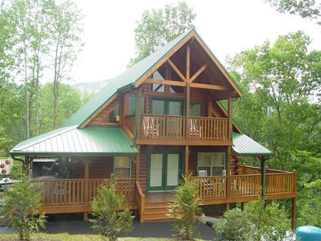 Luxury 3bd true log cabin in heart of Gatlinburg - Gatlinburg - Haus