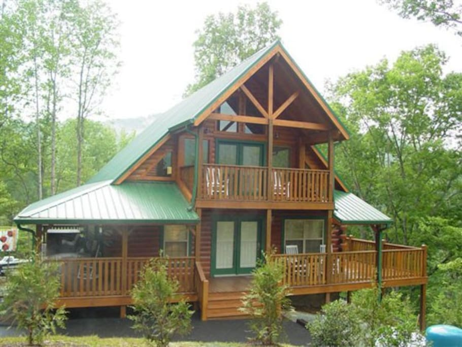 Luxury 3bd true log cabin in heart of gatlinburg case in for Gatlinburg tn luxury cabins