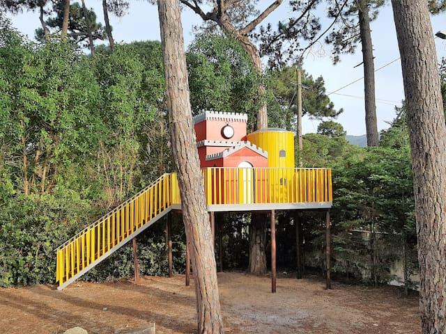 "Tree house ""Pena Palace"" (Palácio da Pena)"