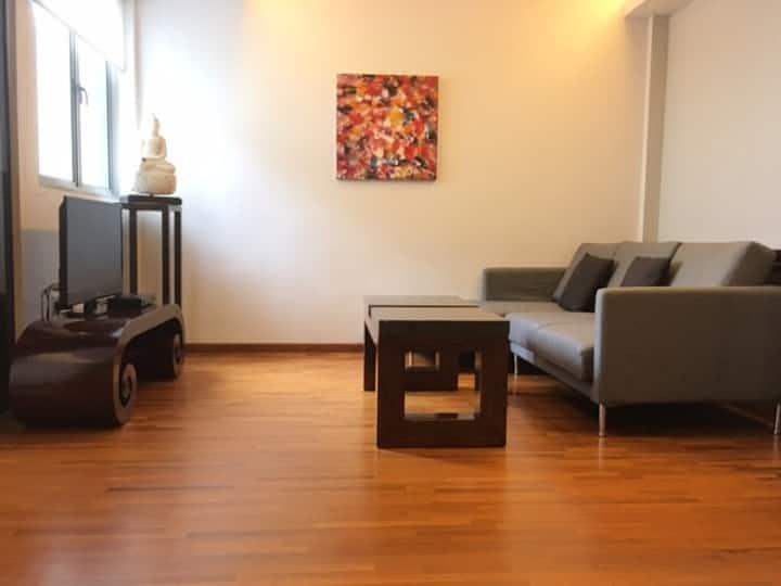 Cosy 1 bedroom apartment (Walk to Aljunied MRT)