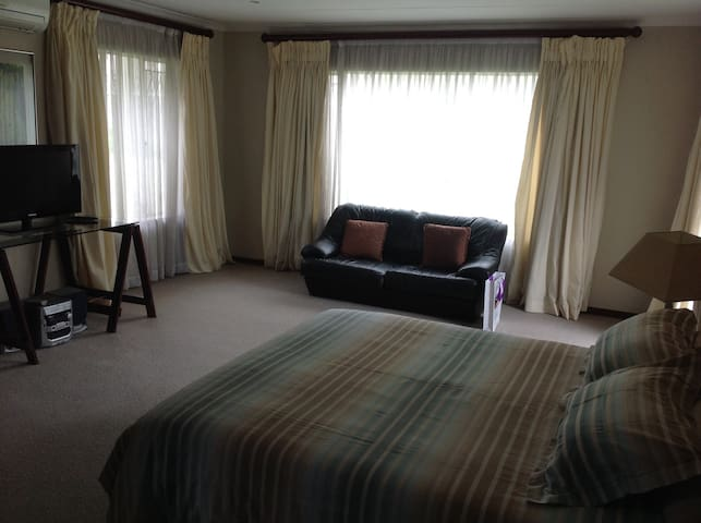 Large spacious room in Sandton with own entrance