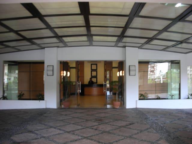 2 Bedrooms near Global City - Taguig - Apto. en complejo residencial