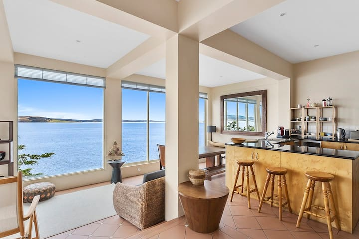 Stylish, relaxed, waterfront living - Sandy Bay - Casa