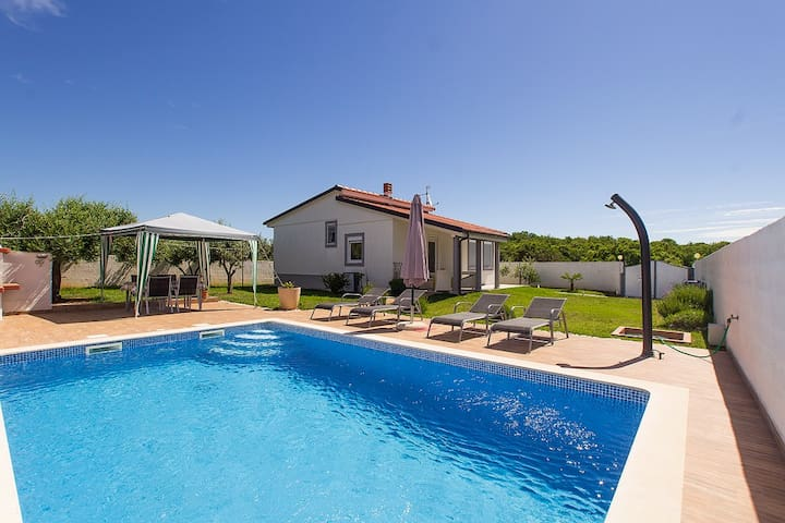 Villa Demian with pool 150m from the beach - Pomer - Villa