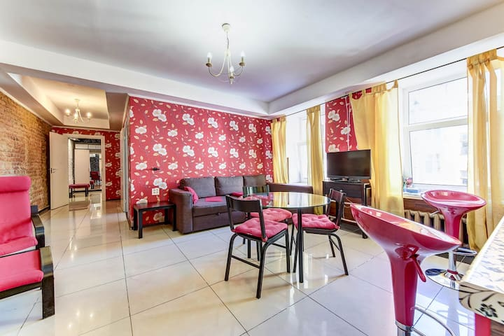 Home4day Griboyedov 2-bedroom flat