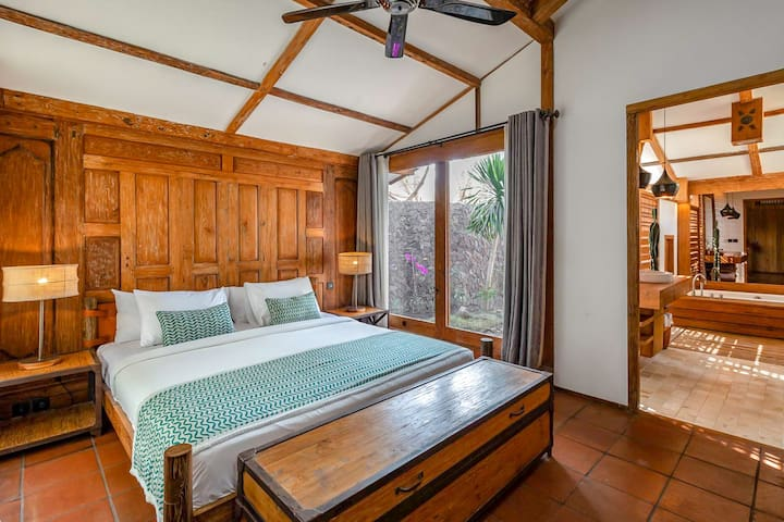 One-bedroom private villa with pool (free bikes)