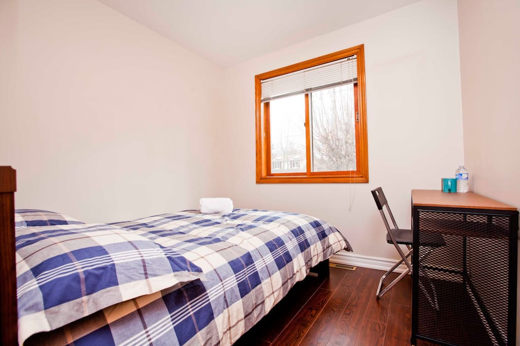 Private Room Double Bed Yonge Finch Rm 1 Bungalows For Rent In Toronto Ontario Canada