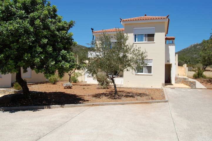 2BRapartment near to the beach10Km fromMonemvasia.