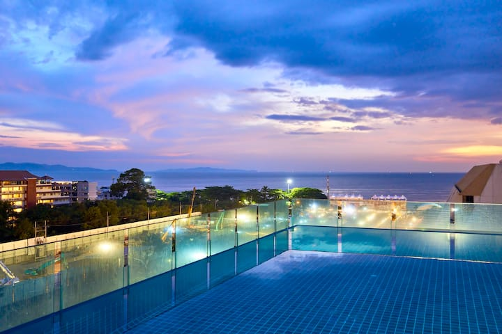 Acqua Condo-Pool Views!!!