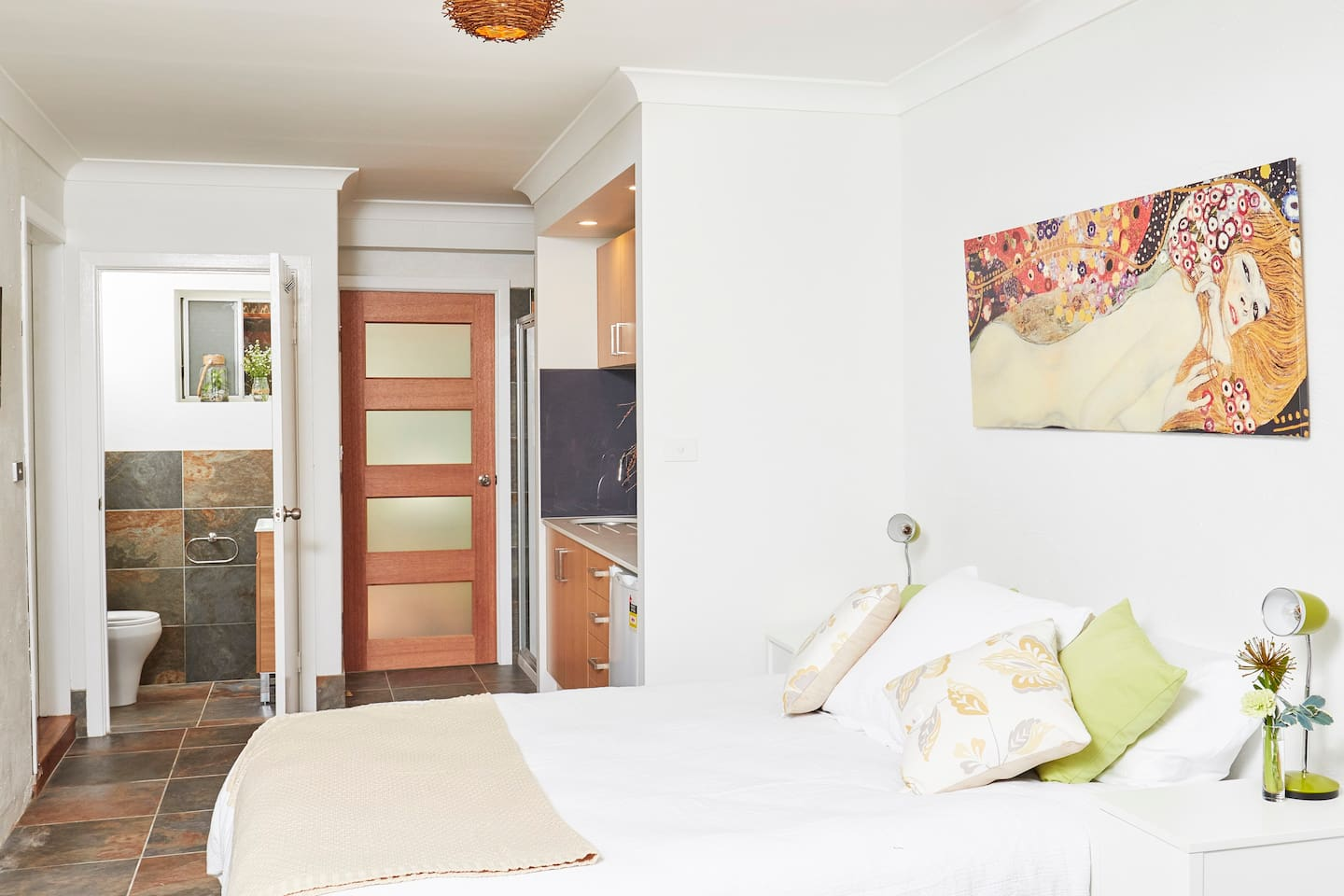 Brand new stylish private studio with queen size bed