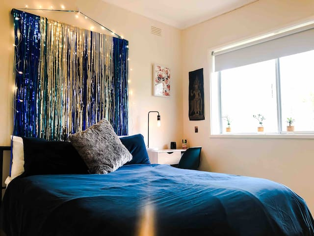 Spacious & Sunny - private room in Brunswick