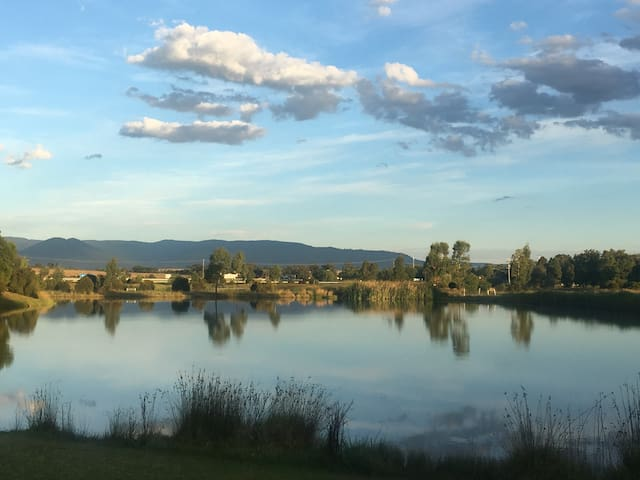 Yarra Valley-2-3Rms-Lakes-Yarra Glen Town-Wineries
