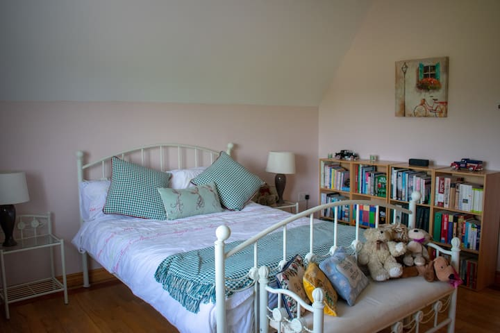 Bright private room, just outside Galway City