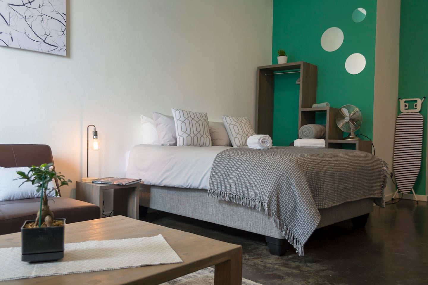 A comfy bed and luxurious linen, nothing less for the guests of Uuka lounge